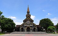 Nhà thờ chánh tòa Kon Tum – nhà thờ gỗ Kon Tum