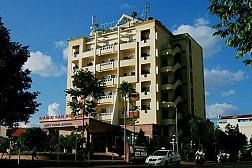 Khách Sạn Biệt Điện