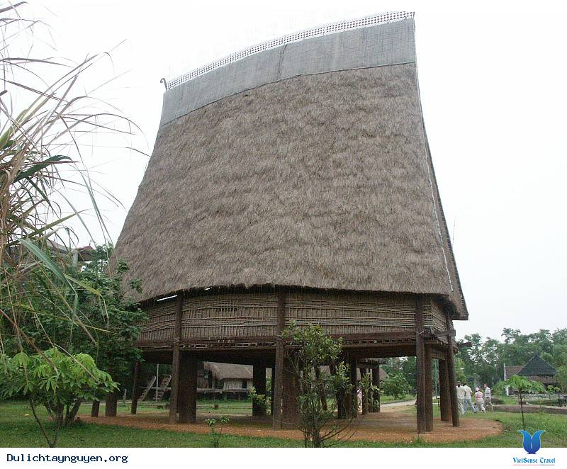 Điểm Du Lịch Kon Tum: Nhà Rông Bana