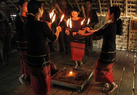 Lễ nhóm lửa Phong tục người Tày,le nhom lua phong tuc nguoi tay